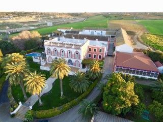 An original hacienda perfect for celebrating events and for horse breeding