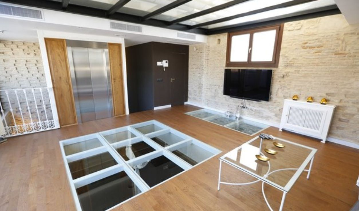 luxury apartment next to cathedral seville 10