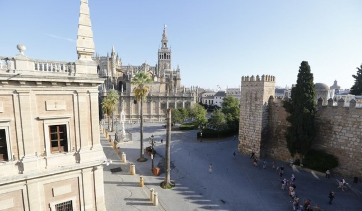 luxury apartment next to cathedral seville 11