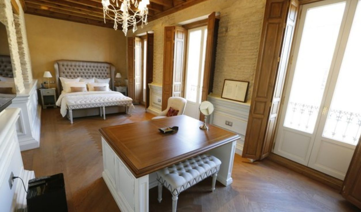 luxury apartment next to cathedral seville 14