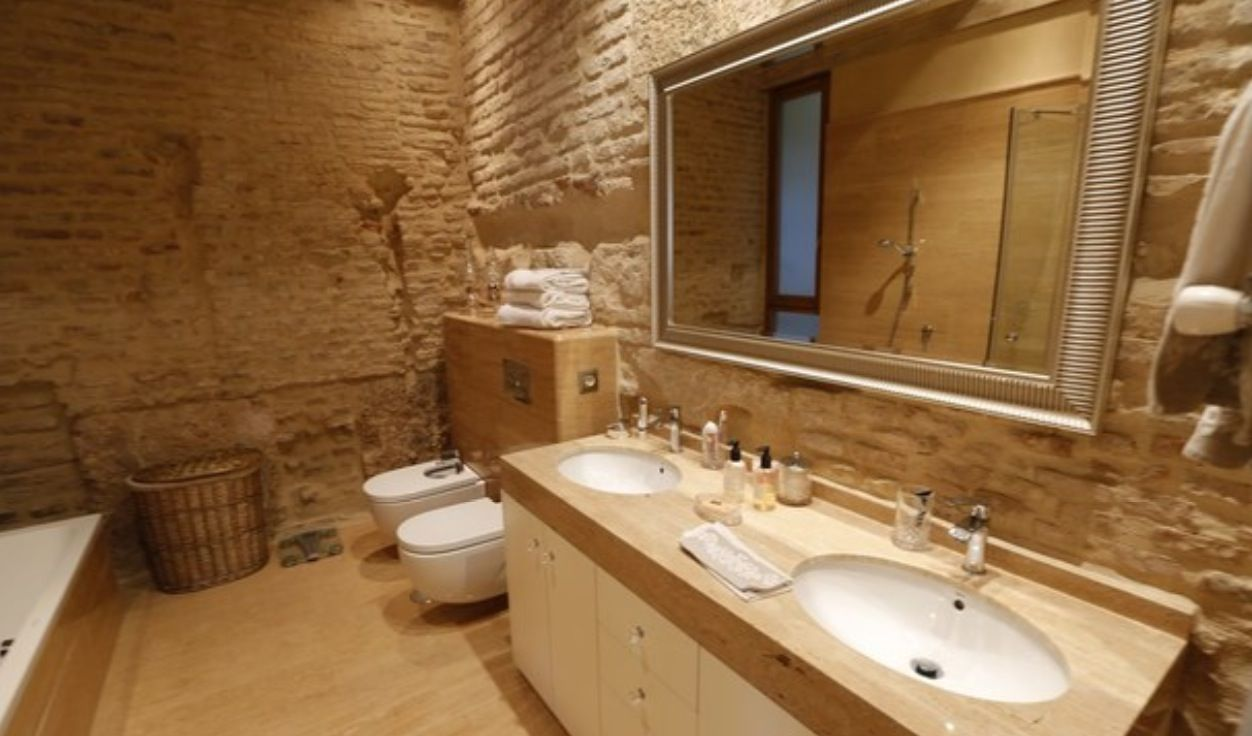 luxury apartment next to cathedral seville 18