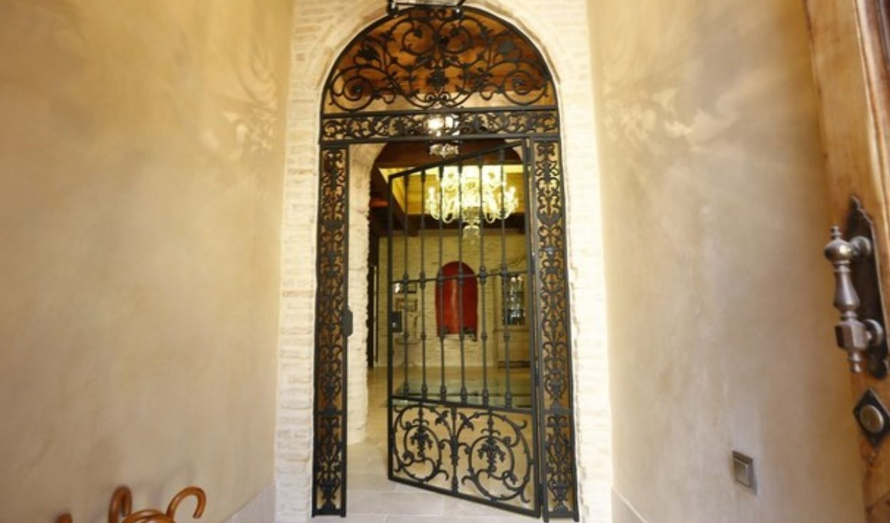 luxury apartment next to cathedral seville 6