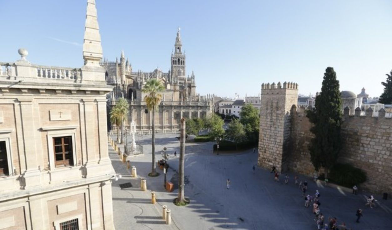 luxury apartment next to cathedral sevilla