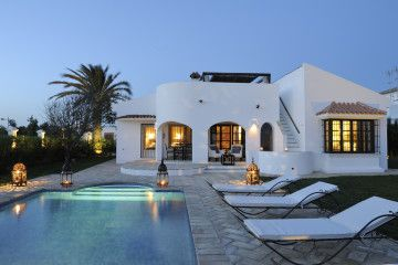 Villa Mar, Luxurious holiday home with heated saltwater pool and sea view in Conil de la Frontera