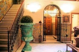 Sevillian_house_by_Giralda_Cathedral_Seville_Andalusia_Luxury 1